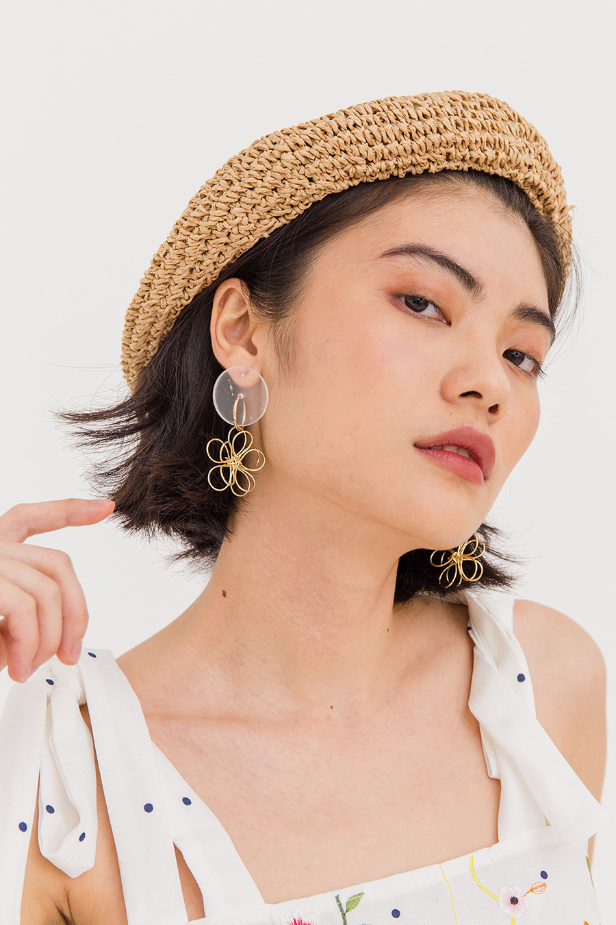 FLORAL DAME EAR STUDS - GOLD
