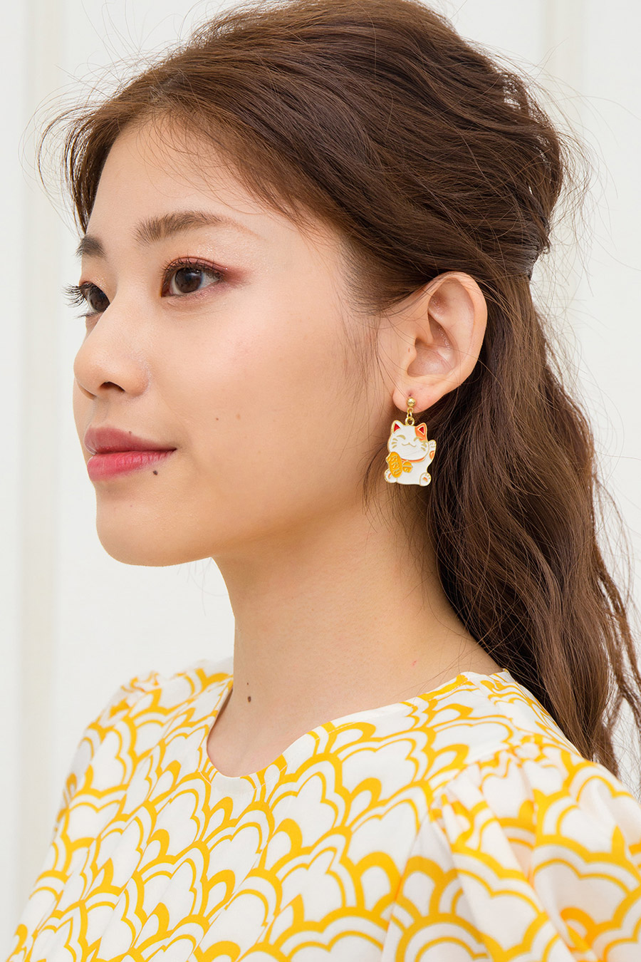 FORTUNE CAT EARRING - IVORY