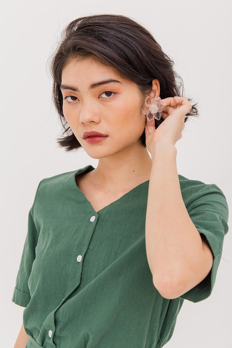 JULIANNE FLORAL EAR STUDS - IVORY