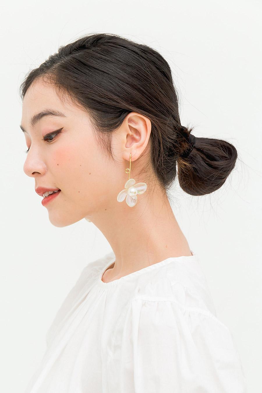 LORITA EARRING - PEARL