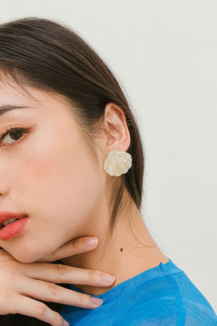 MOON HEE EARRING - SEASHELL